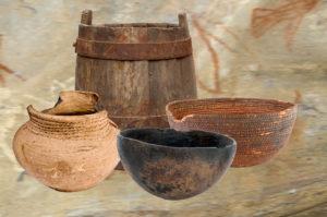 Ve starých dobách neexistovaly obaly, jak je známe dnes. Na uchování potravin se používaly dřevěné, keramické a proutěné nádoby.